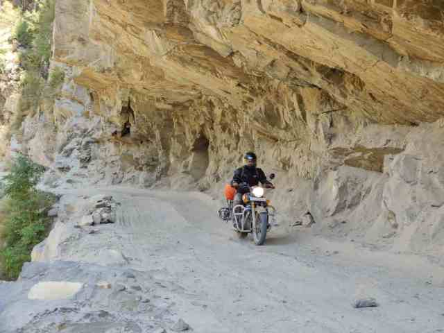 rider was going from sach pass to keylong in the most dangers road in the wpord