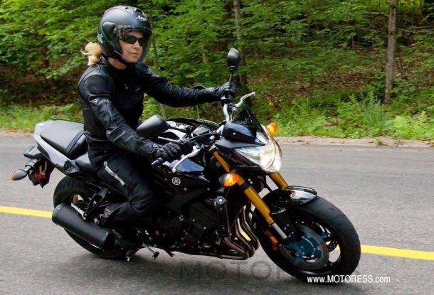 Yamaha FZ8 Fazer Ride Review on MOTORESS
