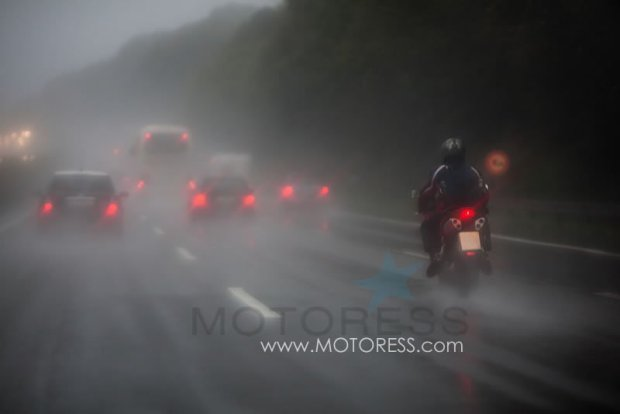 How to Ride Your Motorcycle in the Rain on MOTORESS