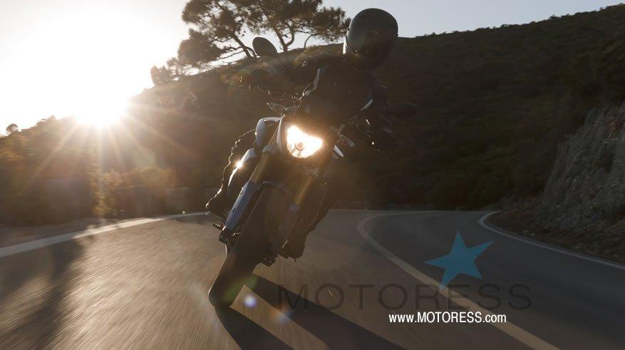BMW G 310 RMotorcycle Ride Review - MOTORESS