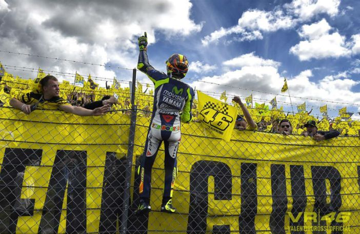 Rossi viert overwinning TT Assen in 2015