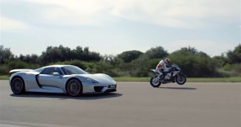 Yamaha R1M vs Porsche 918 Spyder