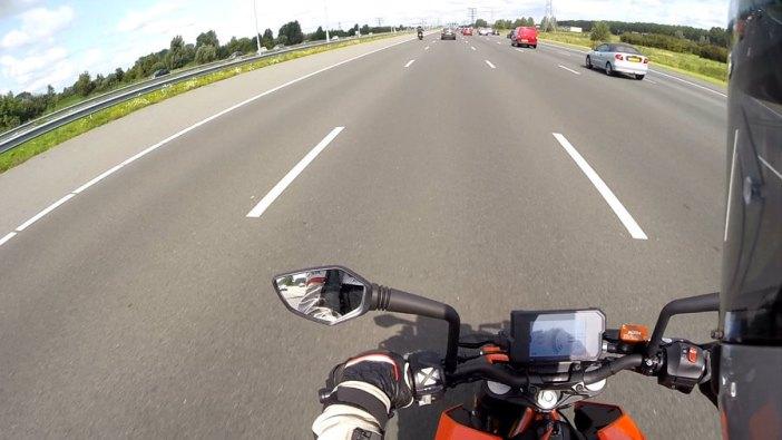 KTM Duke 390 snelweg
