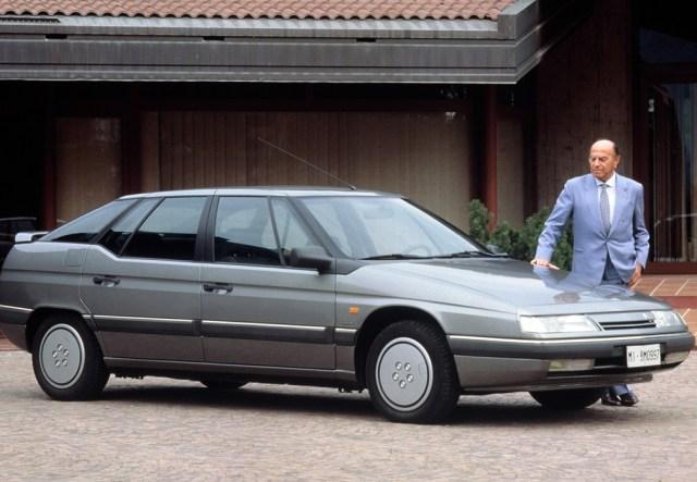Nuccio Bertone junto al Citroën XM