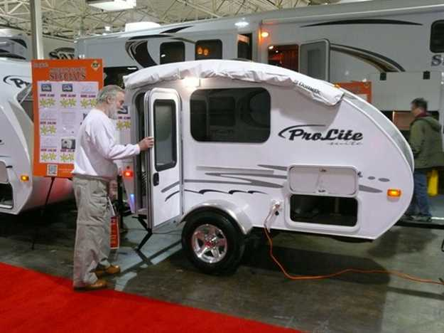small travel trailers with bathroom for sale  Camper