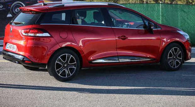 Clio Sporter una piccola in abito lungo Renault scopre la station wagon coup