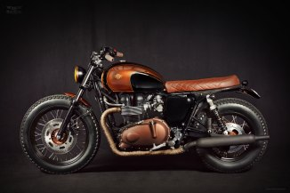 The base of this motorcycle it's a 2008 Triumph Bonneville EFI