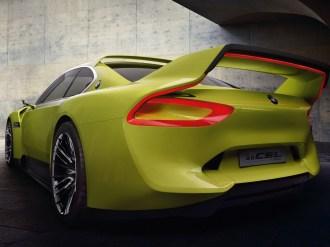 Der neue BMW 3.0 CSL Hommage – mächtiger Heckflügel und Dachspoiler.