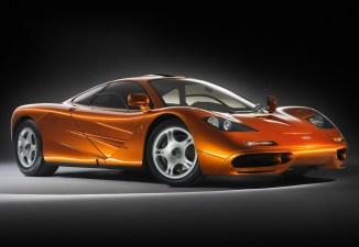 In den 1990er Jahren war der McLaren F1 das ultimative Auto: Eine Motorleistung von anfangs 627 PS und später bis zu 680 PS trifft auf weniger als 1.140 kg Leergewicht.