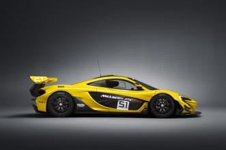 """Der McLaren P1 GTR. Mit seinem grün-gelben Outfit nimmt er Bezug auf den McLaren F1 GTR im """"Harrod's""""-Design, der unter den Fans Kult-Status hat. (Werksfoto)"""