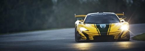 Die ausgeklügelte Aerodynamik des McLaren P1 GTR saugt das Fahrzeug mit steigendem Tempo immer stärker auf die Fahrbahn. So werden Kurvengeschwindigkeiten möglich, die weit über dem liegen, was wir Normalos für möglich halten. (Werksfoto)