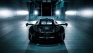 Wenn Darth Vader ein Auto wäre. Die schwarze Außenhaut lässt den McLaren P1 GTR gefährlich und kybernetisch aussehen. Aber es handelt nur um ein Auto auf einem Prüfstand. (Werksfoto)