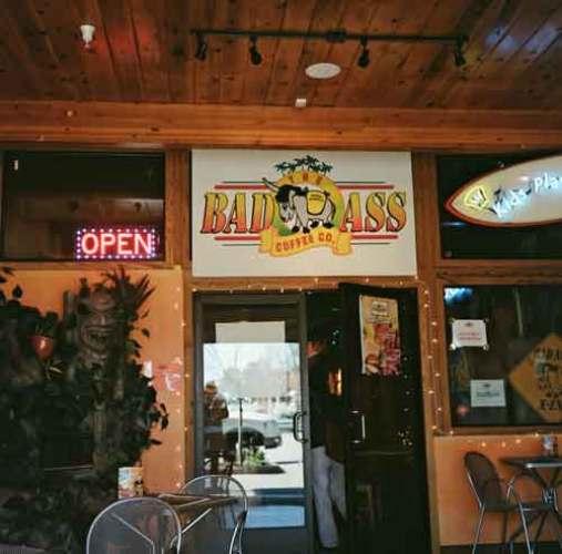 Bad Ass Coffee in Santa Cruz, CA, besucht bei einer Skyline Boulevard Motorradtour in Kalifornien