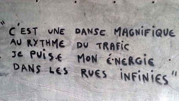 Graffitto mit der Aufschrift C'est une danse magnifique