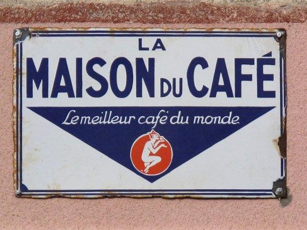 Bild von einem Blechschild an einem Strassencafe in Frankreich, gesehen bei einer Motorradtour zur Maroniernte am Mont Pilat
