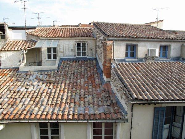 Blick über die Dächer von Nîmes vom Etappenziel aus bei einer Motorradtour durch Provence und Camargue