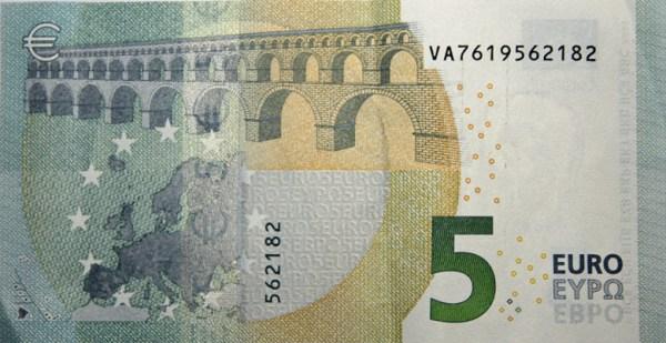 5-Euro-Schein mit dem Symbolbild einer Römerbrücke