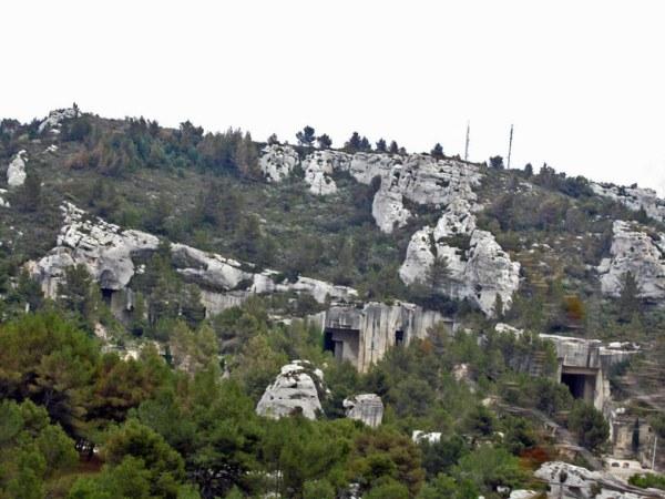Aufgelassene Bauxitstollen bei Les-Baux-de-Provence
