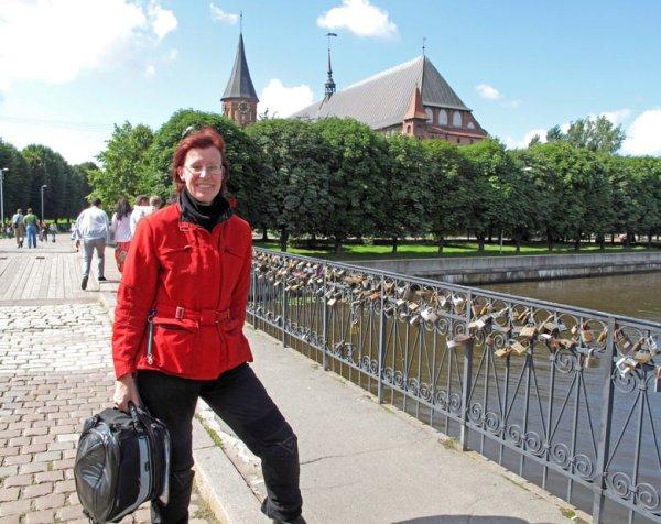 Menschliche Begegnungen bei Motorradtouren: vor dem Königsberger Dom