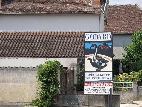 Reklameschild am Strassenrand mit Werbung für Foie-gras Gänseleber in Frankreich