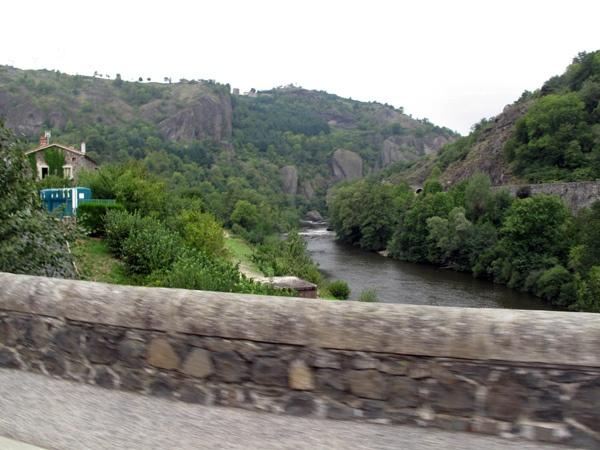 Gorges-de-l'Allier in Zentralfrankreich bei einer Motorradtour Südwestfrankreich Teil 1