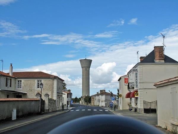Wasserturm in der Charente Maritime an der französischen Atlantikküste