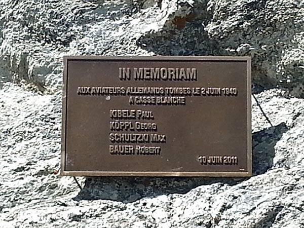 Gedenktafel für eine abgestürzte deutsche Ju 88 bei Bramans mit den Namen der Besatzung