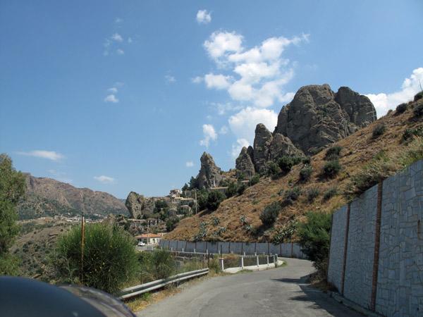 Bergstraße ins Landesinnere Kalabriens bei einer Motorradtour nach Süditalien