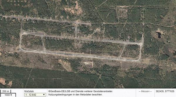 Luftbild des ehemaligen sowjetischen Militärflugplatzes Sperenberg, Landkr. Teltow-Fläming