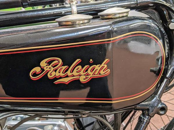 Tank eines Raleigh-Motorrades