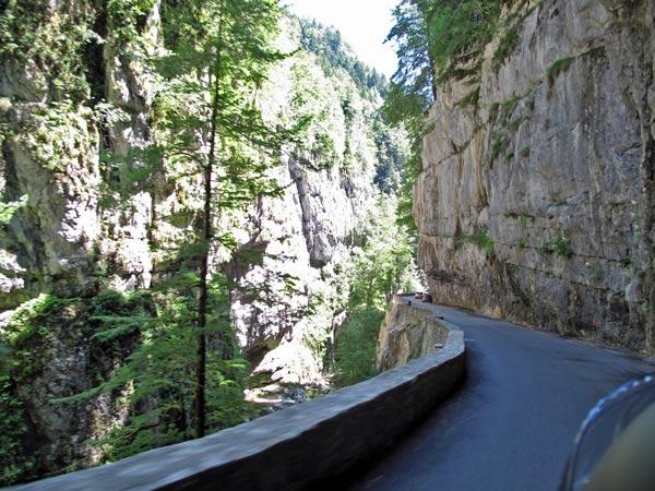 Sommer-Motorradtour in den Vercors: Felsenstraße in den Gorges de la Bourne