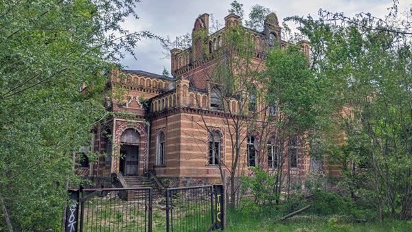 lost places in brandenburg: herrenhaus gentzrode bei neuruppin