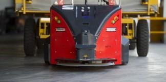 À quoi servent les huit robots qui circulent sur la route de l'usine SEAT de Martorell ?