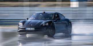 Le Porsche Taycan entre en drift dans le livre Guinness World Records