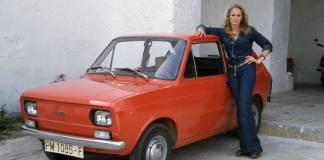 """Ursula Andress, la légendaire """"James Bond Girl"""", a acheté la première SEAT 133"""