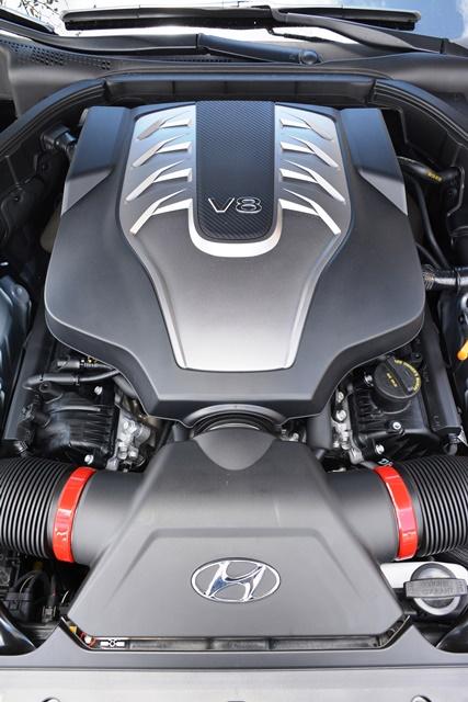 El motor V8 de 5.0 litros tiene 420 caballos de fuerza. Trabaja en conjunto a una transmisión automática de ocho velocidades con modo manual. Fotos: Andrés O'Neill, Jr