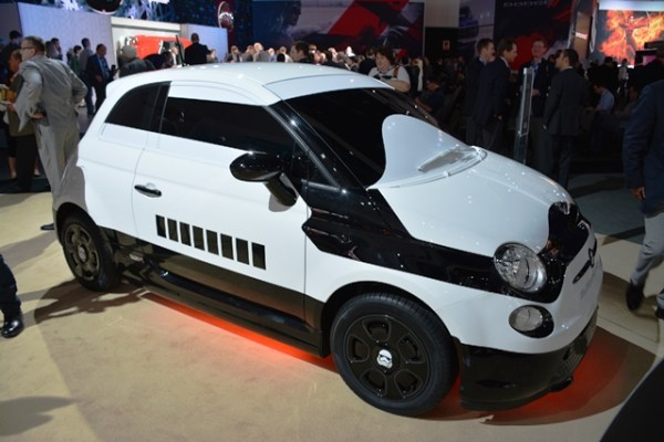 El Stormtrooper Edition no está basado en un Fiat 500 regular, sino en el 500e, que es la versión eléctrica que se vende en Estados Unidos y otras partes del mundo.