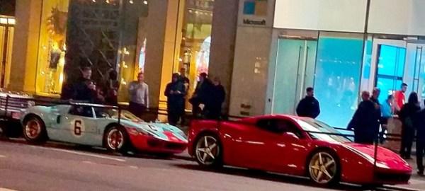 Tarde de noche, caminando por Manhattan durante un reciente viaje a Nueva York, me topé con esta escena: un Ferrari 488 Spider y un Ford GT40 estacionados en plena Quinta Avenida. El permiso municipal para estacionar ahí tuvo que haber sido bastante caro. Fotos: Andrés O'Neill, Jr.