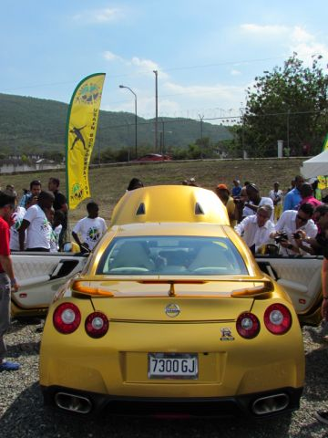 Usain Bolt Nissan GTR Andres O'Neill photo 11
