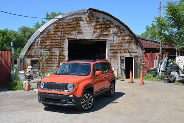 La fachada principal de Town and Country Auto Parts en Ann Arbor, Michigan. Durante mis días libres en Michigan me moví en ese Jeep Renegade Latitude.