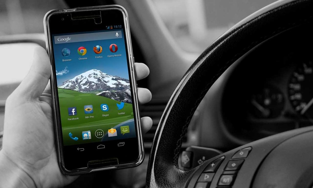 Good Luck Texting And Driving With A Manual Gearbox - Motor Speed News