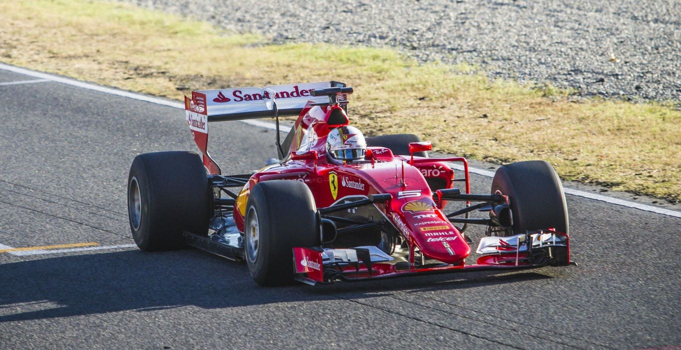 Pirelli_Test17_Ferrari_3516_ps.jpg