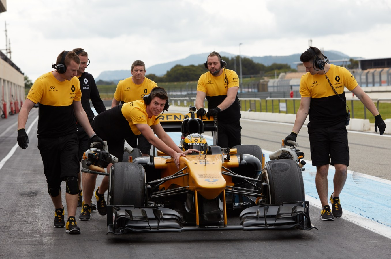 Renault Sport Rosemary Smith F1 (5)