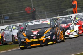 Gordon Shedden (GBR) Halfords Yuasa Racing Honda Civic Type R