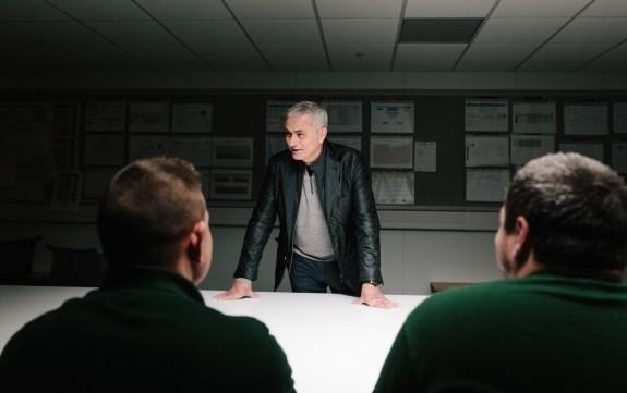 J_F-PACE_Mourinho_Surprise_Visit_161117_0056