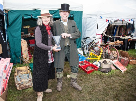 Best Stand winners Ria Mills and Don Pitt