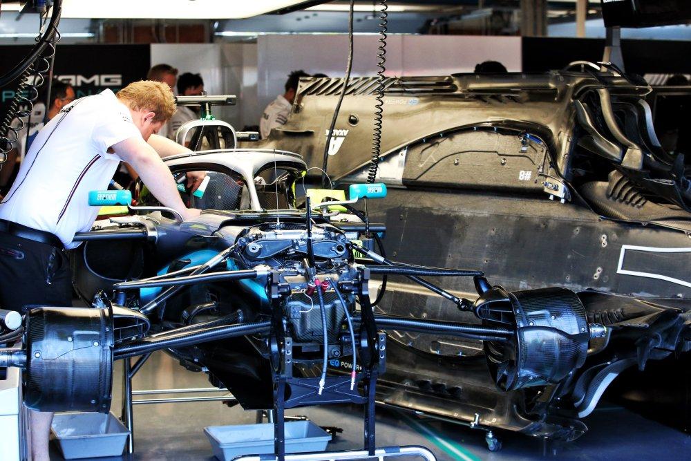 mercedes al lavoro sul problema al motore di lewis hamilton nel gp del canada