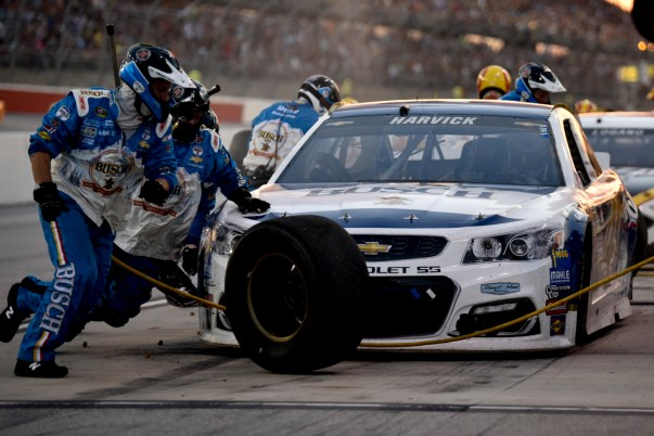 Kevin Harvick (4) gets service during the 2016 Southern 500 in Darlington, Sc, Sunday, September 4, 2016.