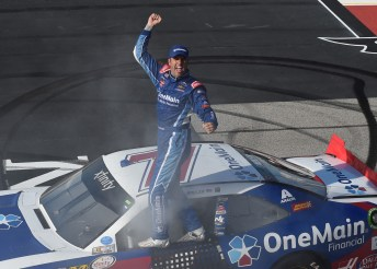 DARLINGTON, SC - SEPTEMBER 03: Elliott Sadler, driver of the #1 OneMain Chevrolet, celebrates after winning the NASCAR XFINITY Series VFW Sport Clips Help a Hero 200 at Darlington Raceway on September 3, 2016 in Darlington, South Carolina. (Photo by Jeff Curry/NASCAR via Getty Images)