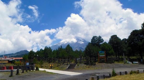 Vista desde el Paso de Cortés, en vivo es mas impresionante por la verdadera dimensión del Volcán